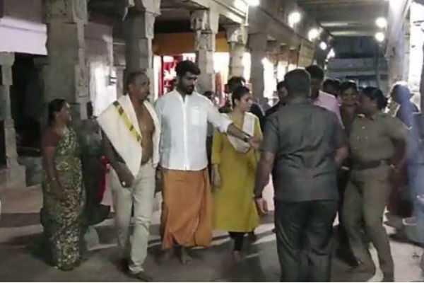 nayanthara-with-lover-in-kanyakumari