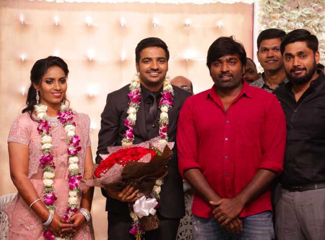 comedy-actor-sathish-marriage-pics