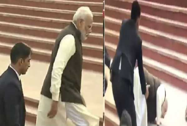 pm-modi-slips-on-the-stairs
