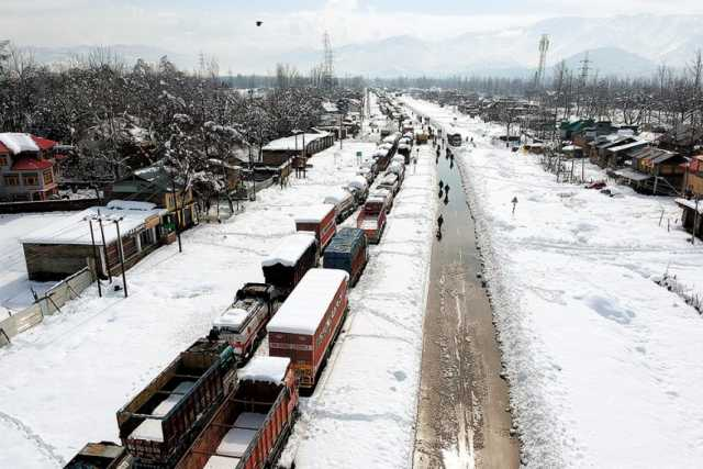 lorry-driver-were-trapped-snowfall