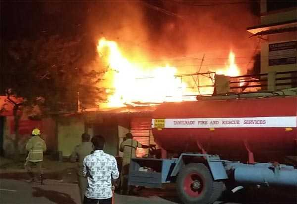 mysterious-people-who-set-fire-shop-selling-home-appliances