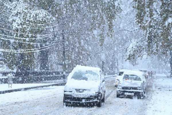 heavy-snowfall-red-alert-continuing-till-new-year