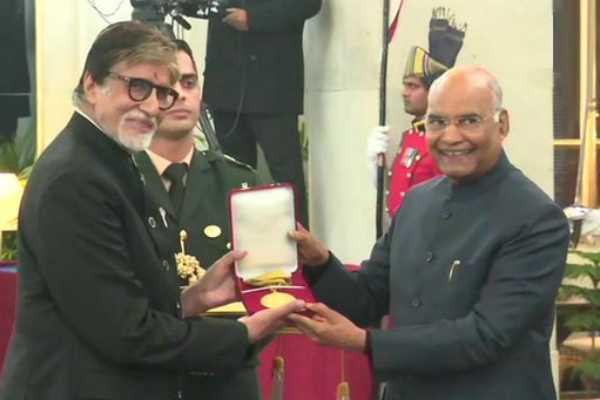 amitabh-bachchan-receives-highest-film-award