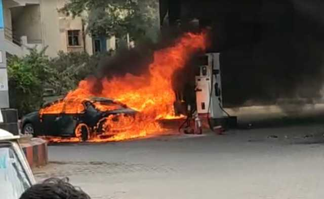 car-catches-fire-at-petrol-pump-in-hyderabad-no-casualties