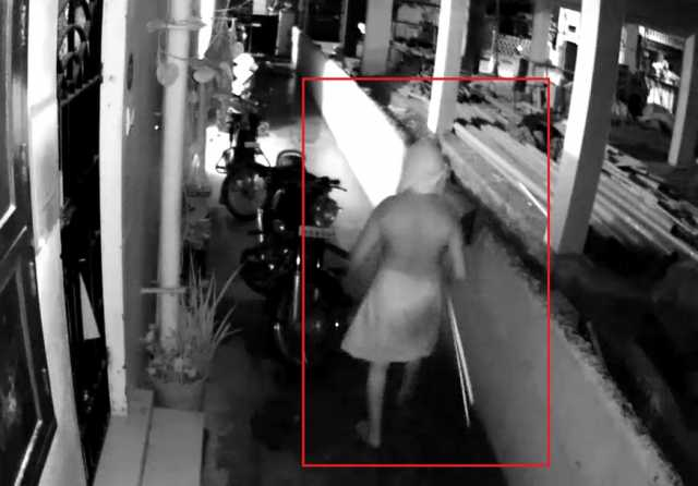 chennai-womans-dress-theft-by-unkonown-person