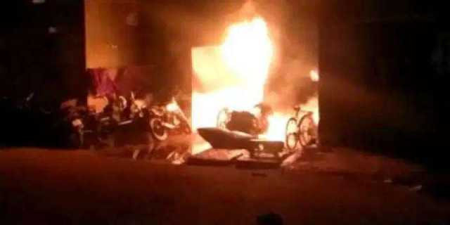 two-wheeler-was-hit-wall-and-caught-fire