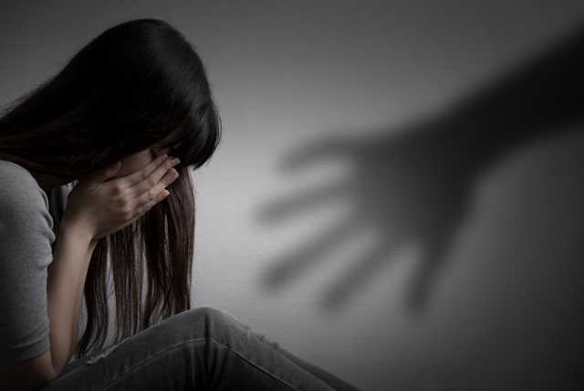 man-arrested-for-molesting-girl