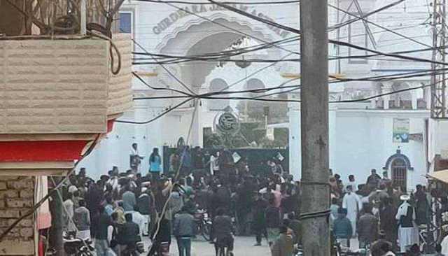 anti-sikh-slogans-outside-gurdwara-in-pakistan-s-punjab