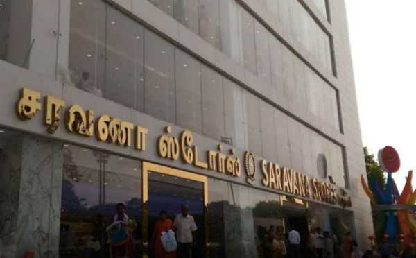 boy-trapped-in-escalator-at-saravana-stores