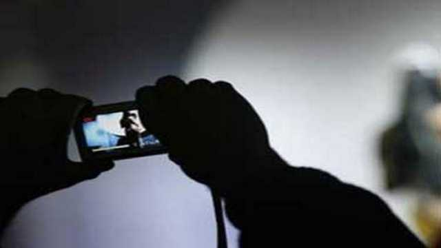 internet-center-owner-held-threatening-women-their-nude-pic