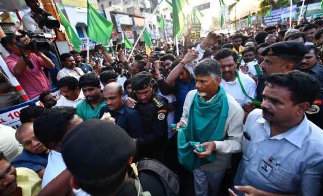 chandrababu-naidu-goes-begging-protest