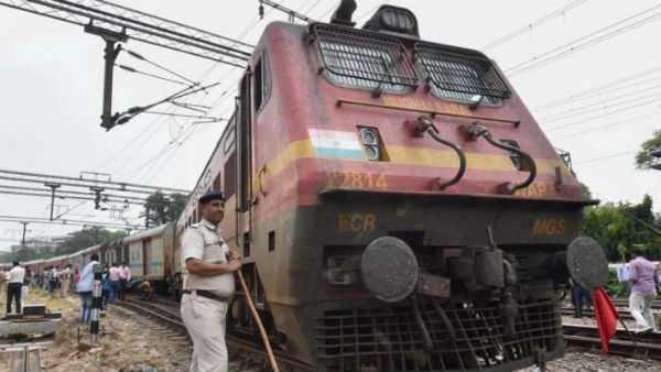 train-derailed-near-jolarpet
