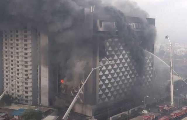 massive-fire-in-raghuveer-textile-showroom