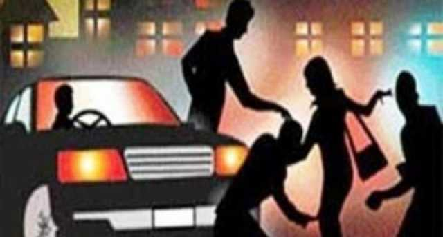 foreigner-stripped-thrown-out-of-car-on-bangalore-road