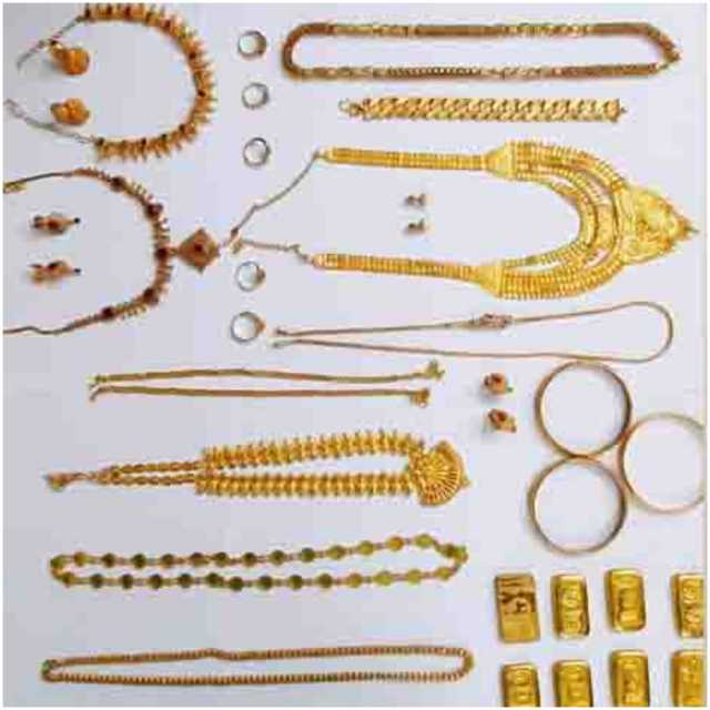 woman-arrested-stealing-jewelry