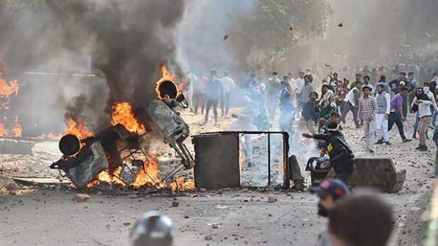 delhi-protest-cop-killed